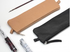 【Clairefontaine|Leather pencil cases】_植鞣小羊皮革拉鍊軟袋 _袋形_22x6cm_原色